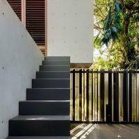 Pagar rumah ini dan tangga naik ke rumah lumayan simple dan unik.  Bagaimana menurut anda? .  Jangan lupa like dan comment biar kami tau apa yang anda suka