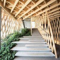Tangga unik bisa di jadikan inspirasi untuk membuat tangga rumah anda. Tidak harus sebesar tangga ini tapi ambil contoh design