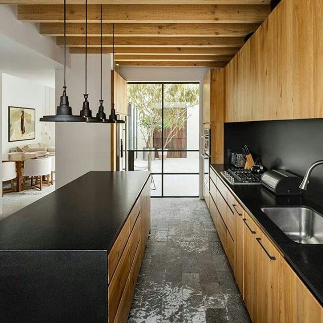 Kitchen design  Buat yang suka warna kayu bisa kombinasi dengan warna hitam