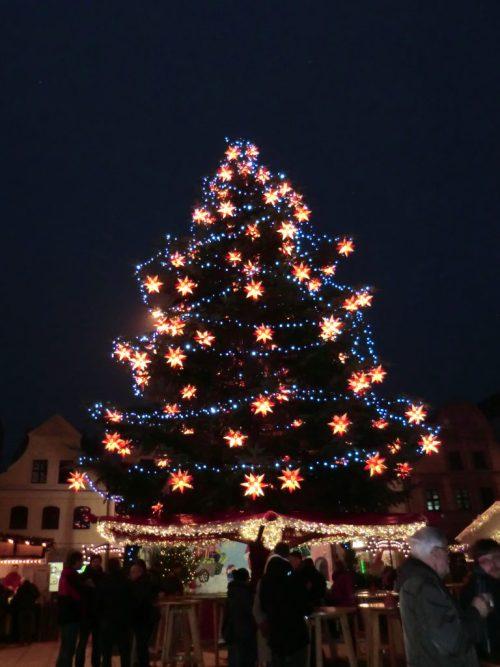 Árbol de navidad del mercado de navidad alemán de Cottbus