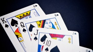 Online vs Physical Rummy Game