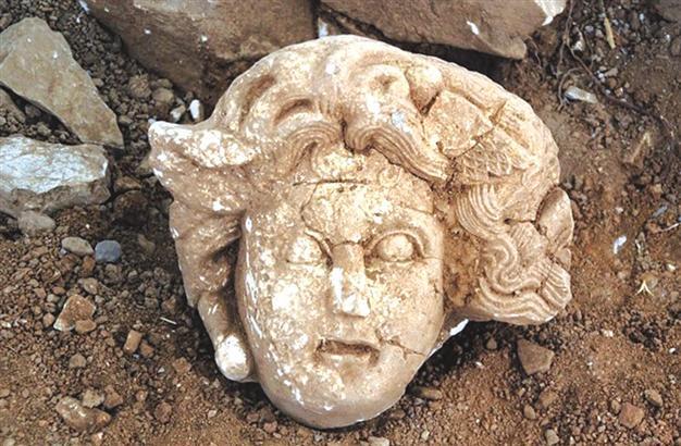 Reader Head of Medusa found in Antalya  Everybody Close