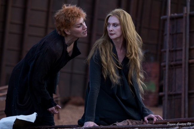 Federica di Martino e Pia Lanciotti nell'Elettra diretto da Gabriele Lavia (2016)