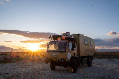 Sonnenuntergang mit Laster