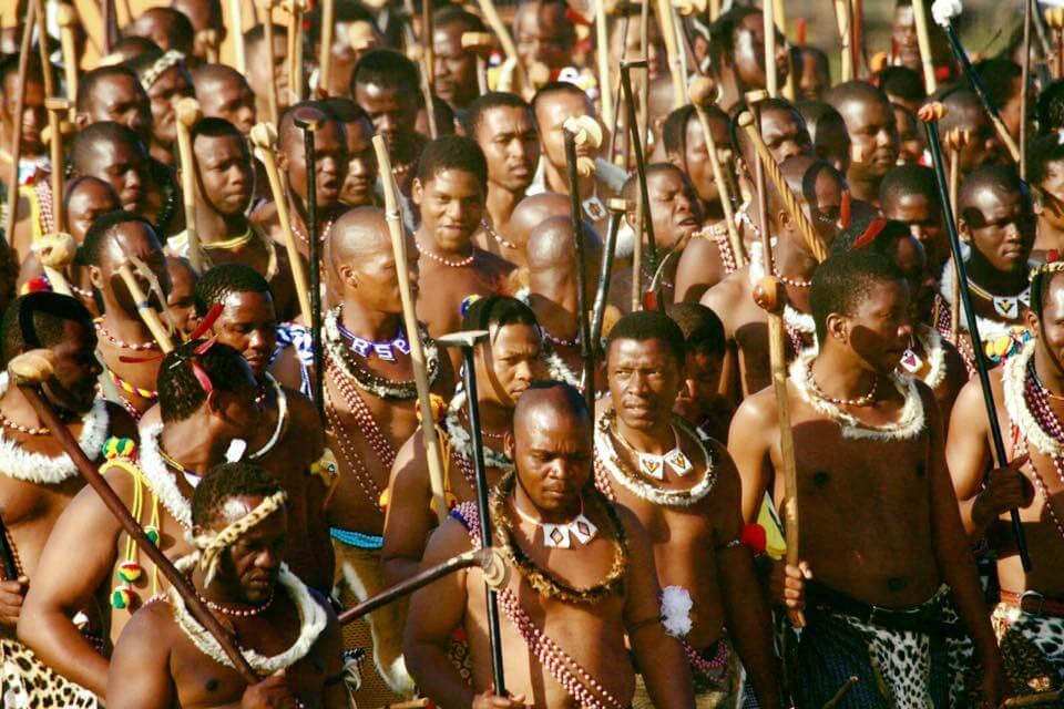 史瓦濟蘭勇士節(Incwala,印瓜拉)(圖片來源:visit-swaziland.com臉書)https://goo.gl/VdWKqU