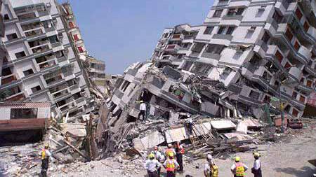 地震來如何保命?消防隊員: 地震 發生「 保護頭部 」才是一切