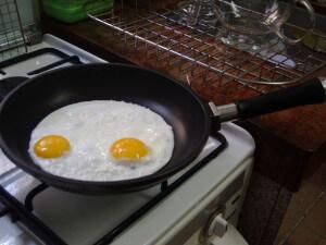 蛋加鹽會產生有毒的氯