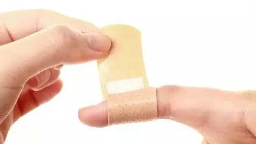 手被紙割傷特別痛