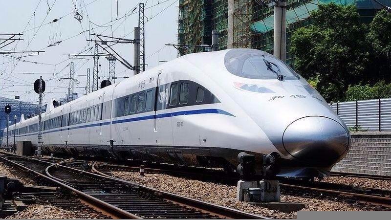 京滬高鐵運行的CRH5A動車組(圖片來源:作者DF4D-0070,flickr, C.C. License)