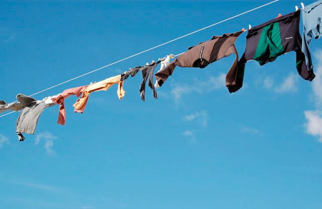 晾衣服.曬衣服(圖片來源:flickr,作者Rocco Lucia, CC License)https://flic.kr/p/i2fB