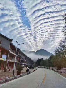 四川九寨溝地震雲謠言照片