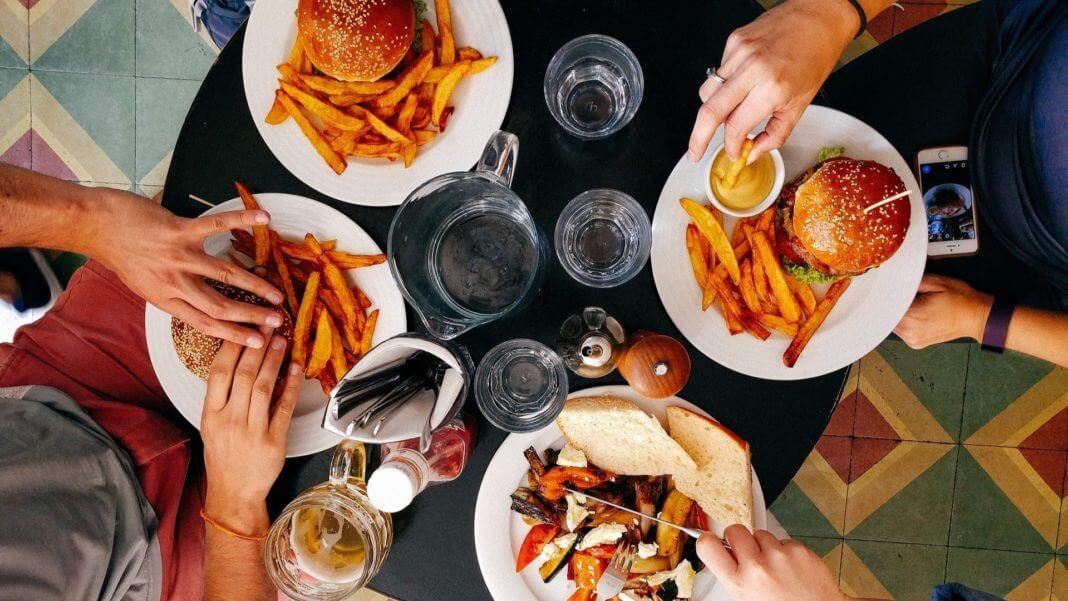洋芋片、炸薯條 比吸煙致癌性更強 ?人體研究尚未證實就妄下定論,內容農場還是回家洗洗睡吧。(圖片來源/https://pixabay.com)
