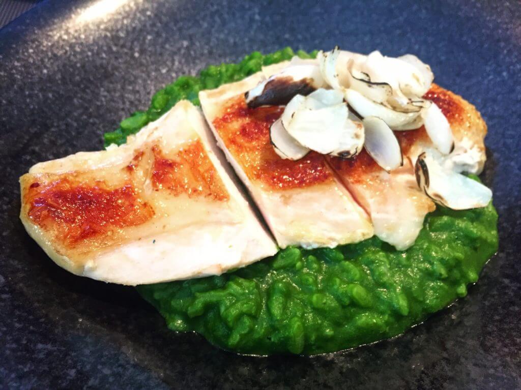 鹽與胡椒62度低溫烹調紹興薩索雞胸燉飯。(圖/吐司客拍攝)