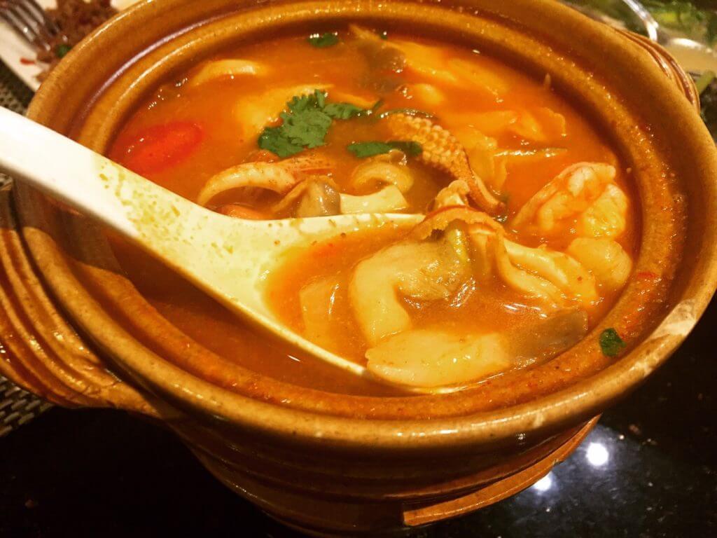 暹廚泰式料理餐廳酸辣海鮮湯。(圖/吐司客拍攝)