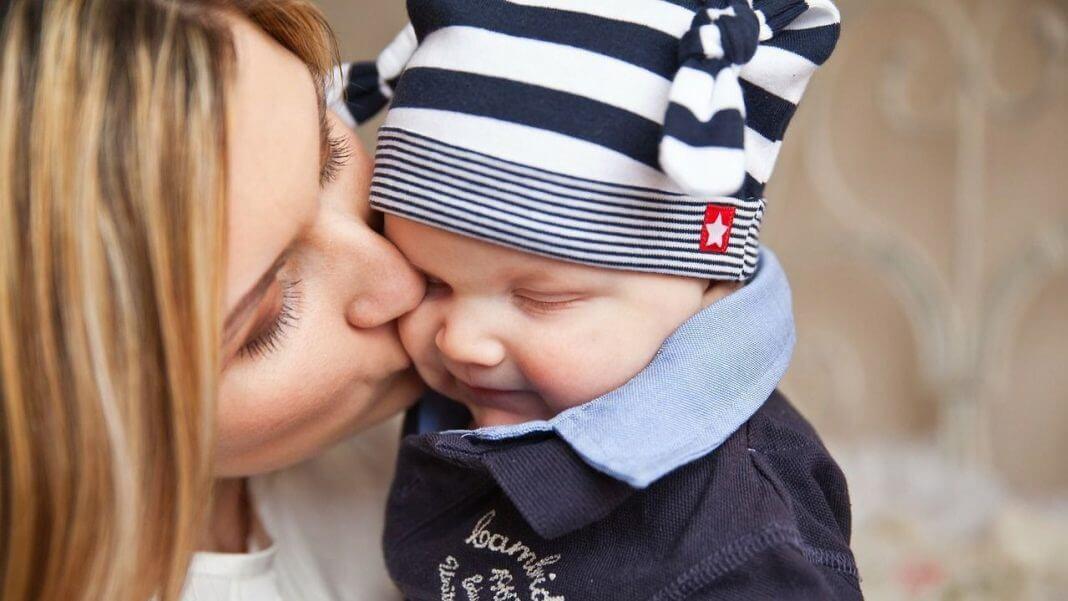 不吻孩子手和嘴,小心疱疹性咽峽炎?又是一則從中國大陸來的謠言,別再轉發啦(圖片來源:https://pixabay.com)