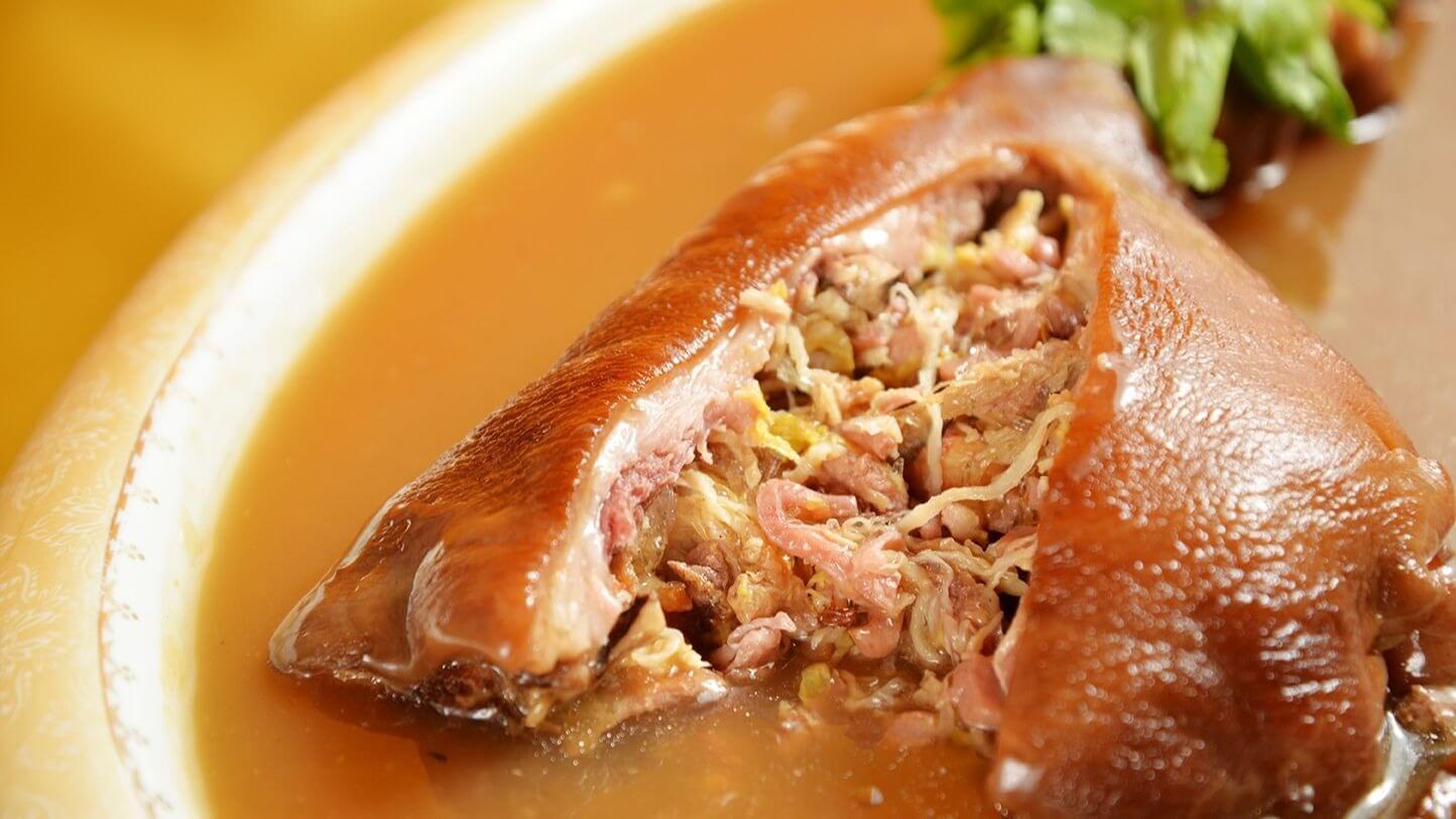 阿舍菜裡常見的套疊菜色「豬腳魚翅」也在本次戊戌走春宴中重現。 (圖片來源:台南晶英酒店提供)