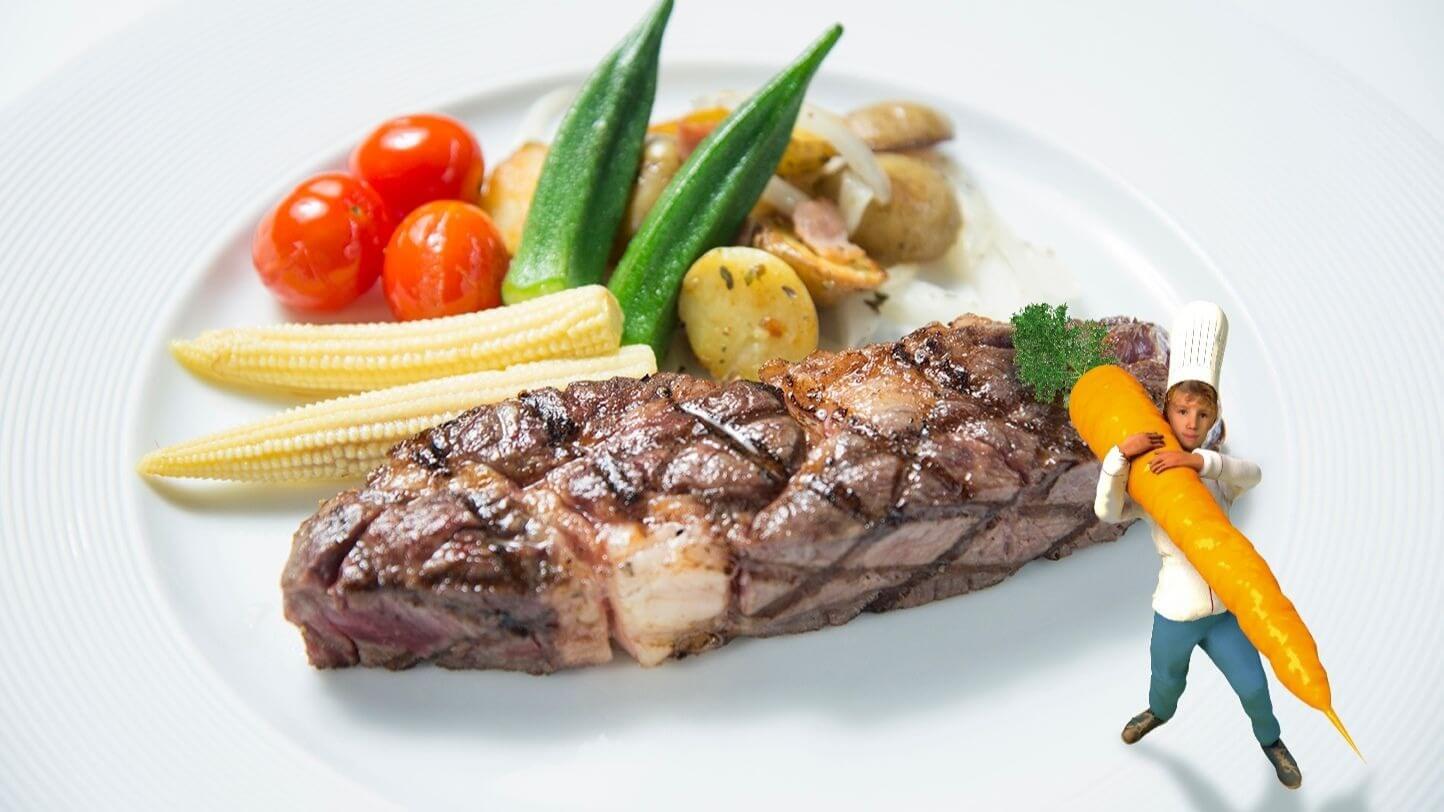 台南晶英「小廚師奇遇記」主菜提供軟嫩且油脂分佈均勻美國肋眼牛排。(圖/台南晶英酒店提供)