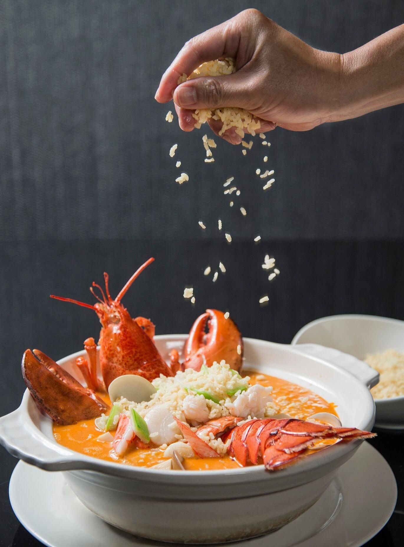 龍蝦海鮮湯泡飯,每份1680元起。 (圖/台南晶英酒店提供)