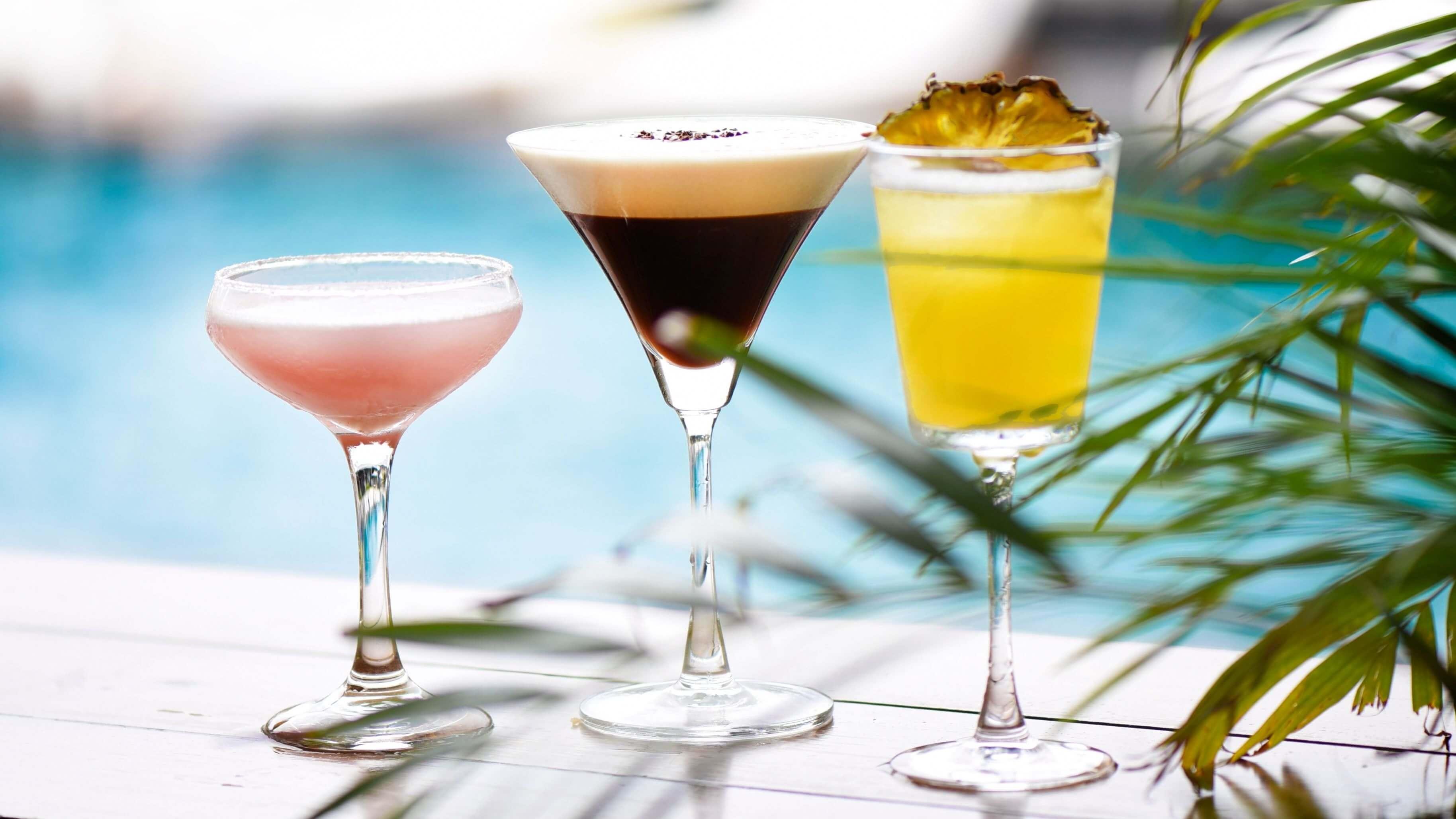 陽光雪糕城下午茶三款主題調酒「梅荔冰沙」「沁涼可可」「急凍菠蘿」(左至右)單杯TWD420 。(圖/台北W飯店提供)