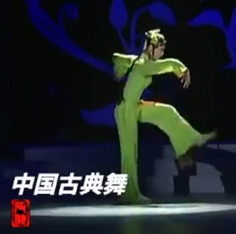 跟著「女舞者是機器人」之謠言一起轉發的影片截圖。
