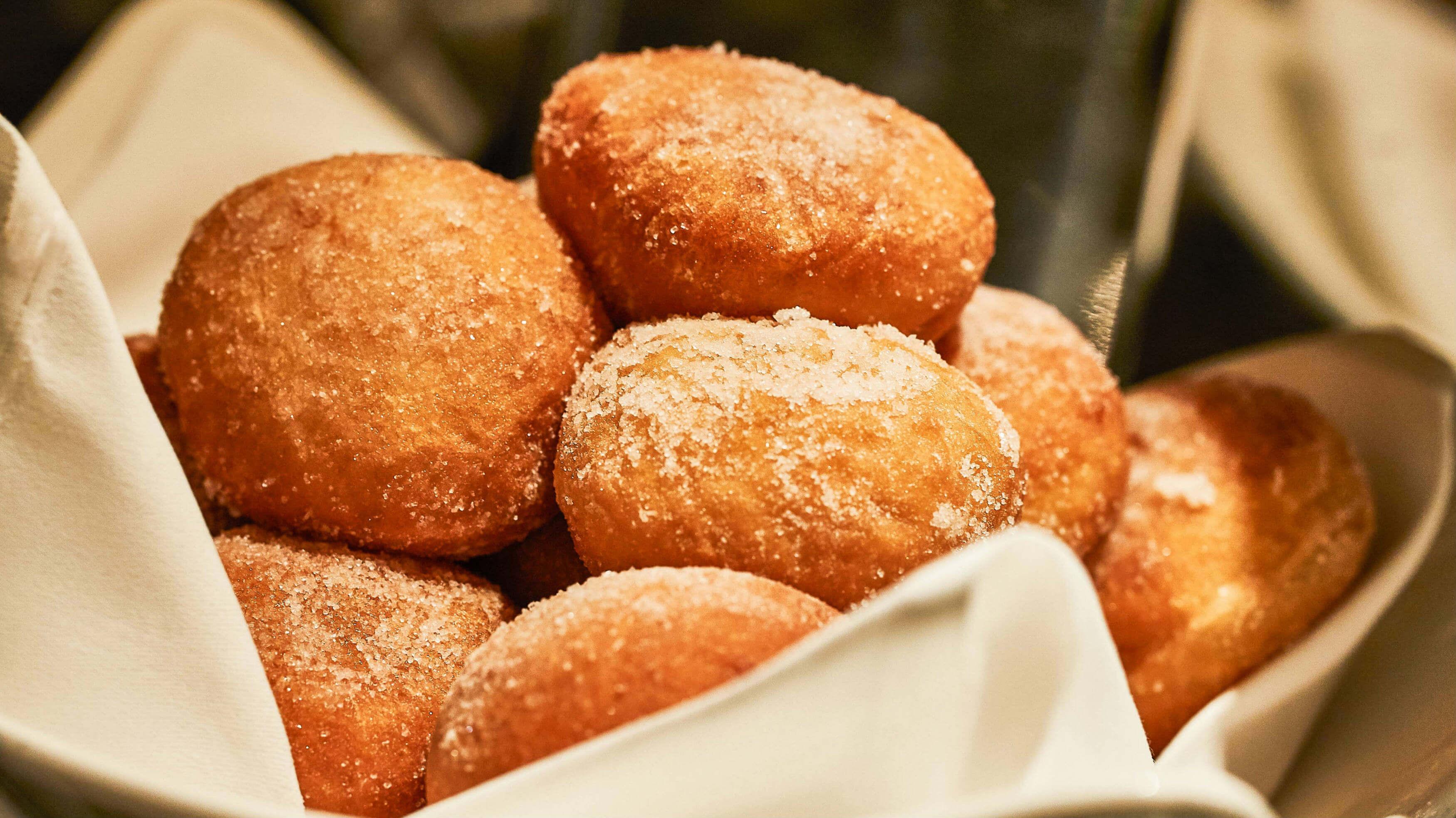 德式覆莓甜甜圈。(圖片/台北西華飯店提供)