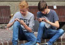 法國國民議會表決通過 全面禁止校園內使用智能手機,是因為手機會致癌?才不是這樣呢!(圖片來源:https://pixabay.com)