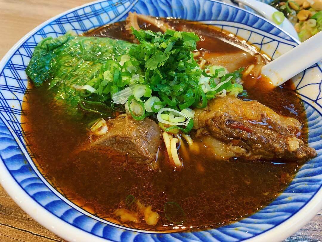 紅燒大三元牛肉麵(圖/吐司客拍攝)