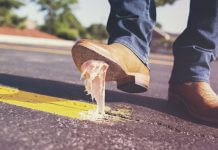 鐘南山院士公開最新醫學發現, 你的鞋一定要嚴格噴灑消毒水 ?又是謠言一則(圖片來源:https://pixabay.com)