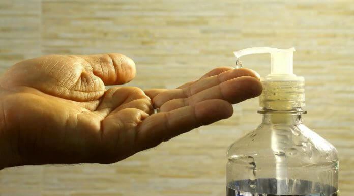 人體皮膚可直接使用 次氯酸水 消毒嗎?不小心吃到也沒差?錯!這樣做母湯(圖片來源:https://pixabay.com)