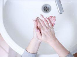 使用肥皂洗手洗越久越好 ?用熱水洗手更殺菌?清潔雙手的迷思你信了幾個呢?(圖片來源:https://pixabay.com)