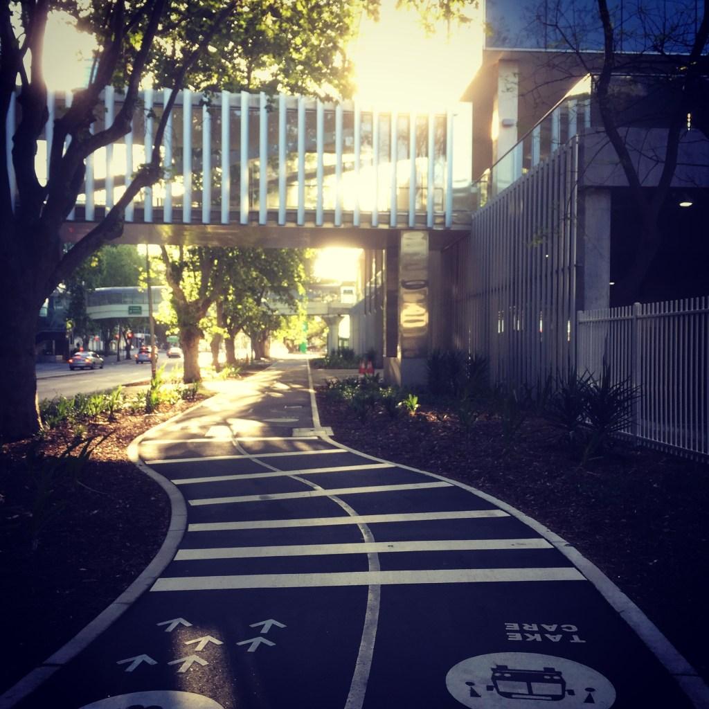Running track or bike path ?