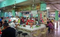 Typischer Fischladen - hier gibt's Shrimpcocktails und Ceviche