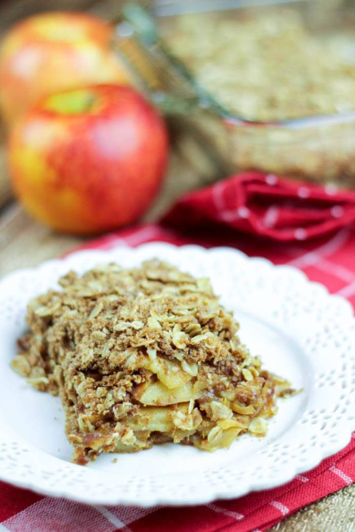 Healthy Apple Crisp - clean swaps to make this yummy treat guilt free! / Running in a Skirt