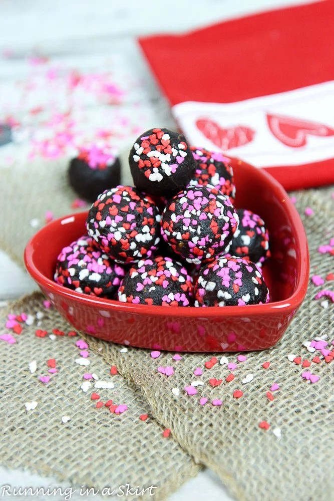 Date and Chocolate Valentine's Day Healthy Truffles recipe / Running in a Skirt