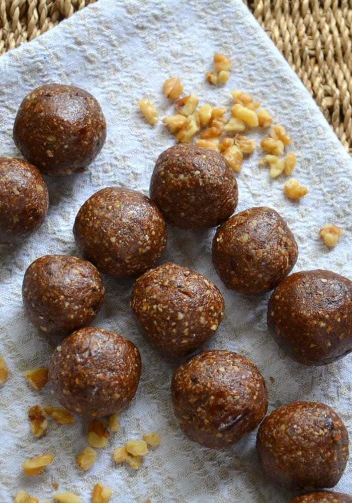 Vegan Gingerbread Bites - Ready in minutes, healthy, delicious. #veganrecipes #vegansnacks