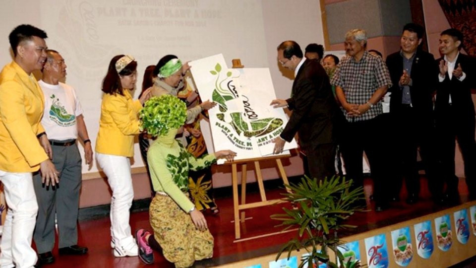 Batik Sarong Charity Fun Run Gets Runners to Dress Creatively for a Green Cause