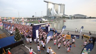 Singapore First Hello Kitty Night Run Starts Early Christmas Celebrations