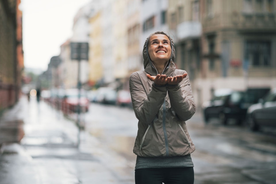 12 Crazy Tips for Everyone Who Loves to Run in the Rain!