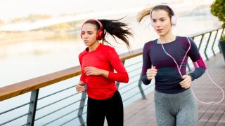 Should Singapore Marathons Ban Headphones?
