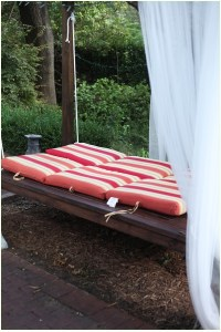 Outdoor Swinging Bed - The Final Pics - Before and After - DIY