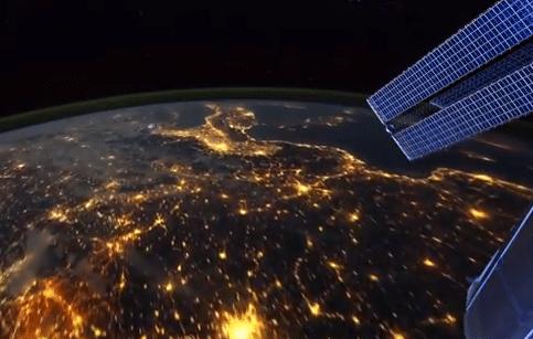 فيديو مذهل : شاهد كوكب الأرض من الفضاء الخارجي كما لو كنت تحلق فوقه مباشرة 1