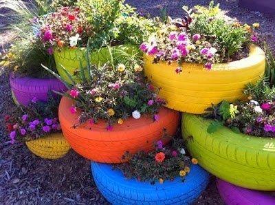 استخدام إطارات السيارات الملونة كأحواض رائعة للأزهار و النباتات في تزيين الحدائق