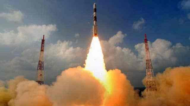 الهند تطلق رحلتها الفضائية الأولي إلي المريخ 1