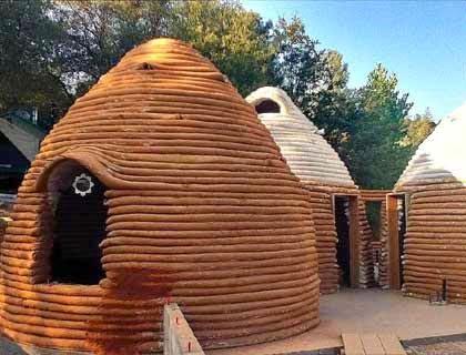 كيف تبني بيتاً رائعاً من أكياس الرمل أو الطين و الأسلاك الشائكة ! 2