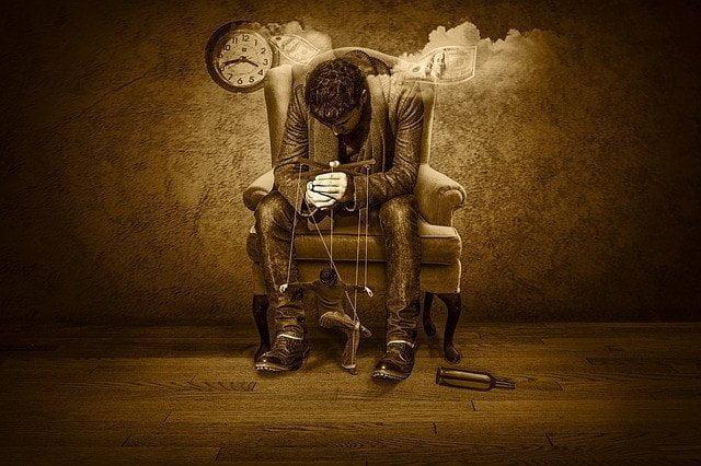 4 حيل نفسية يستخدمها الفاسدون للسيطرة و التلاعب بالجماهير . 3