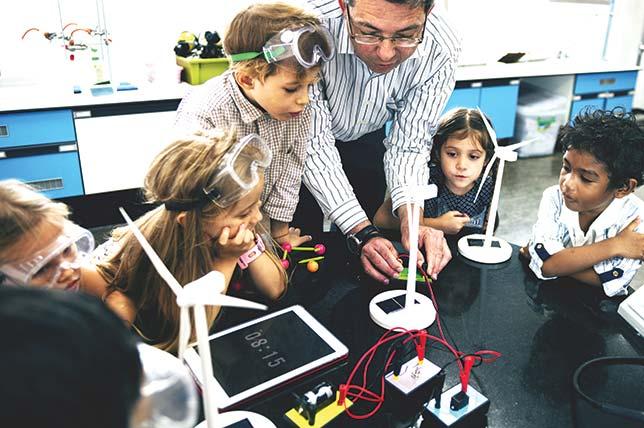 مساحات الصناع Makers Spaces : فرصة ثمينة لتعليم غير رسمي أكثر إبداعاً !