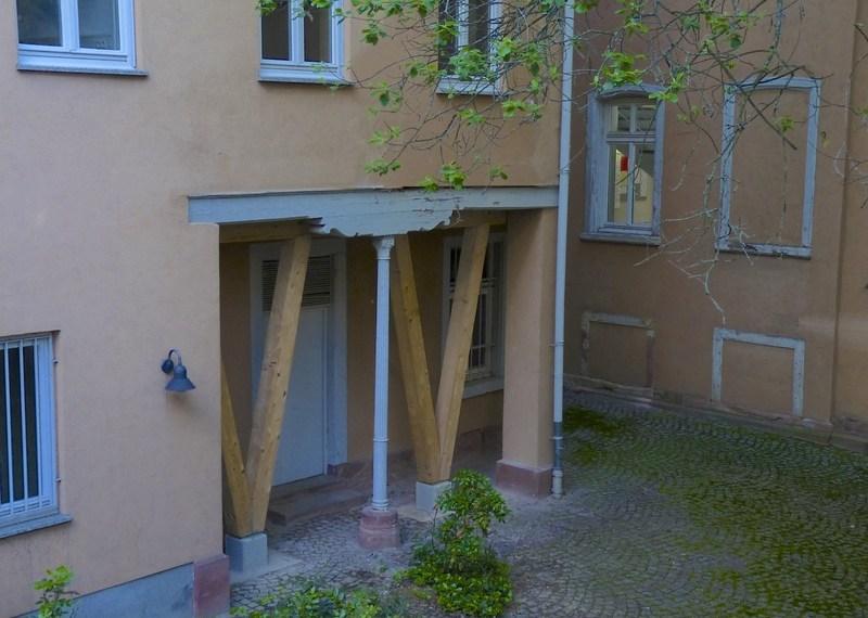 Der einsturzgefährdete Gebäudeteil im Innenhof der Jurabibliothek. Foto- Dominik Waibel.