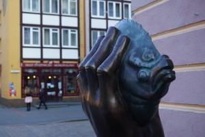 Noch im letzten Jahr weihte Günter Grass seine Butt-Statue vor der Galerie ein.