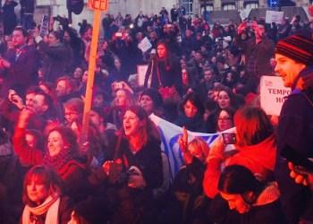 Mit Pyrotechnik, aber immer friedlich protestieren die Studierenden in den Niederlanden, Bilder: Ann Marie Wilson