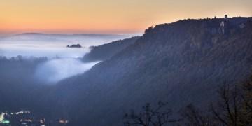 Wenn man sich beim Wandern verirrt, kann es schon mal vorkommen, dass man Liechtenstein im Nebel nicht wieder findet. Foto: Pixabay.